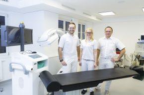 Interventionelle Therapien werden in angenehmer Atmosphäre in modern ausgestatteten Eingriffsräumen durchgeführt.