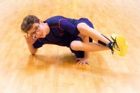Therapeutisch wertlos, aber cool - unser Model Max Rosenberger beim Breakdance