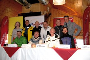 Round table in der Bärenhütte – Hinten von links: Mag. Doris Auer, Prim. Dr. Reinhold Dallinger, Dr. Josef Wiesauer, Dr. Florian Dirisamer, Dr. Max. Wipplinger, PD Dr. Christian Hoser vorne: Dr. Karl Ahammer, Prof. Reinhard Waldenberger, Dr. Christian Patsch, Dr. Simone Danese