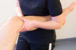 Mobilisierung des Kniegelenks in Rückenlage